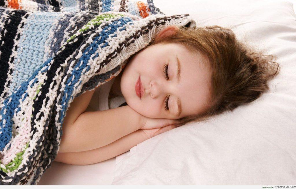 tập cho bé ngủ riêng từ nhỏ